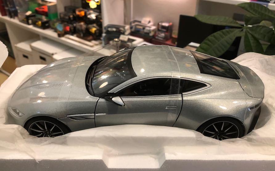 HotWheels Elite 1/18スケールミニカー「アストンマーティンDB10・007 SPECTRE ボンドカー」
