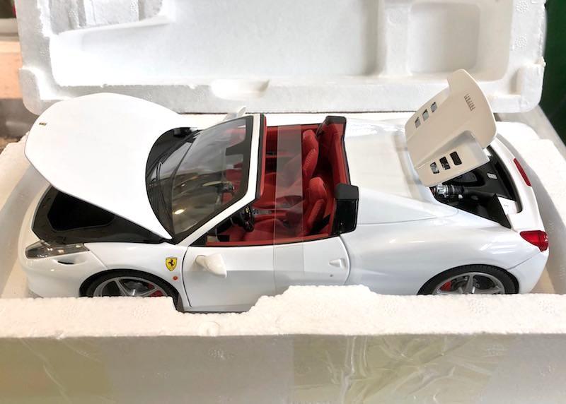 HotWheels Elite 1/18スケール「フェラーリ458スパイダー」ミニカー(ホワイト/レッドインテリア)